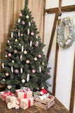 Cartão de Natal Imagens novas da decoração home no marrom Fotografia de Stock