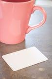 Cartão de nome com copo de café Fotos de Stock Royalty Free