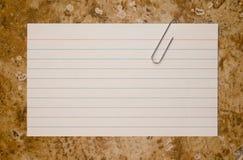 Cartão de nota grampeado papel Imagens de Stock