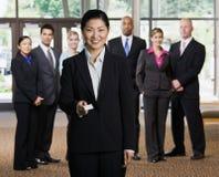 Cartão de oferecimento da mulher de negócios Foto de Stock