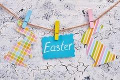 Cartão de Páscoa e coelhos modelados papercut Fotografia de Stock Royalty Free