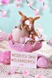 Cartão de Páscoa nas cores pastel com texto do cumprimento no polimento fotografia de stock royalty free