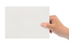 Cartão de papel na mão da mulher fotos de stock royalty free