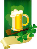 Cartão de Patrick com cerveja e trevo Fotografia de Stock Royalty Free