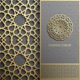 Cartão de Ramadan Kareem, estilo islâmico do convite Teste padrão dourado do círculo árabe Ornamento no preto, folheto do ouro
