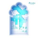 Cartão de Ramadan Kareem Janela da mesquita do origâmi Mês santamente Nuvem do corte do papel Imagens de Stock Royalty Free