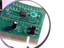 cartão de rede do pci no magnifier Foto de Stock Royalty Free
