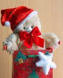Cartão de Santa do Natal: Urso da peluche - foto conservada em estoque Fotografia de Stock Royalty Free