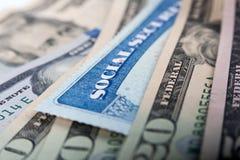 Cartão de segurança social e notas de dólar americanas imagem de stock royalty free