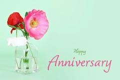 Cartão do aniversário Flores da papoila no vaso imagem de stock