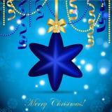 Cartão do ano novo Bola da estrela do Natal com curva e fita Decorações do Xmas Sparkles e bokeh Brilhante e incandescência Imagens de Stock