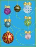 Cartão do ano novo com taças e ornamento do feriado Fotografia de Stock Royalty Free