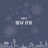 Cartão do ano novo feliz com as casas na cidade Fotografia de Stock Royalty Free