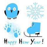 Cartão do ano novo feliz com as pegadas de patinagem estilizados das sapatas, da coruja, do floco de neve e do cão no fundo branc ilustração royalty free