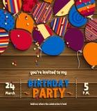 Cartão do convite da festa de anos com os balões lisos modelados no fundo de madeira Vetor ilustração stock