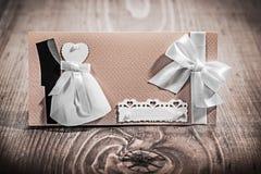 Cartão do convite do casamento do vintage na placa de madeira Imagem de Stock