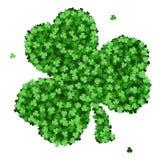 Cartão do convite do dia do ` s de St Patrick, trevos fundo, rotulação, feriados da mola Foto de Stock Royalty Free