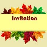 Cartão do convite no dia da ação de graças com pasto do outono do bordo Foto de Stock