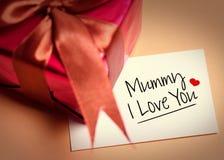 Cartão do dia de mães e da caixa prensent Imagem de Stock Royalty Free