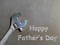 Cartão do dia de pai com uma chave inglesa Imagens de Stock