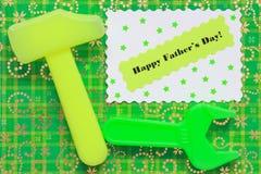 Cartão do dia de pais - fundo das ferramentas - foto conservada em estoque Imagem de Stock Royalty Free