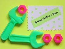 Cartão do dia de pais - fundo das ferramentas - foto conservada em estoque Fotos de Stock Royalty Free