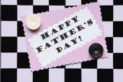Cartão do dia de pais no tabuleiro de xadrez - foto conservada em estoque Fotografia de Stock Royalty Free
