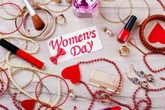 Cartão do dia do ` s das mulheres com joia Fotografia de Stock Royalty Free