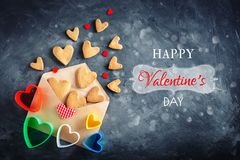 Cartão do dia dos Valentim Dia do ` s da mãe, o dia da mulher Cookies na forma dos corações para o dia do ` s do Valentim Fotos de Stock