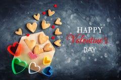 Cartão do dia dos Valentim Dia do ` s da mãe, o dia da mulher Cookies na forma dos corações para o dia do ` s do Valentim Fotos de Stock Royalty Free