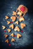 Cartão do dia dos Valentim Dia do `s da matriz O dia da mulher Cookies na forma dos corações para o dia do ` s do Valentim Imagens de Stock Royalty Free