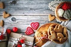 Cartão do dia dos Valentim Dia do `s da matriz O dia da mulher Cookies na forma dos corações para o dia do ` s do Valentim Imagem de Stock