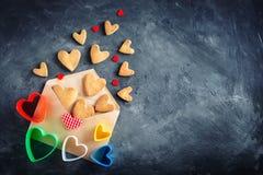 Cartão do dia dos Valentim Dia do `s da matriz O dia da mulher Cookies na forma dos corações para o dia do ` s do Valentim Foto de Stock