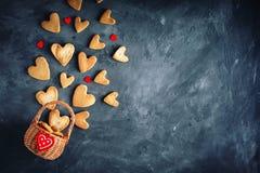 Cartão do dia dos Valentim Dia do `s da matriz O dia da mulher Cookies na forma dos corações para o dia do ` s do Valentim Imagem de Stock Royalty Free