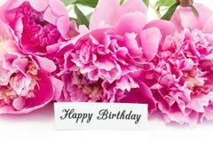 Cartão do feliz aniversario com o ramalhete de peônias cor-de-rosa Fotos de Stock