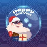 Cartão do Feliz Natal do conceito da realidade de Santa Claus Wear Digital Glasses Virtual e do ano novo feliz Imagens de Stock Royalty Free