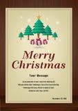 Cartão do Feliz Natal no vintage com as árvores de Natal no fundo de madeira Fotografia de Stock