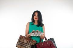 Cartão do gastar dinheiro e de crédito da mulher de Shopaholic para o artigo marcado imagens de stock royalty free