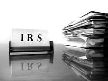 Cartão do IRS com arquivos de imposto fotos de stock