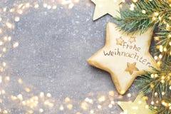 Cartão do Natal com as decorações do ouro do Natal Fotografia de Stock