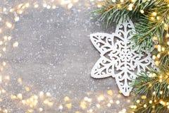 Cartão do Natal com as decorações do ouro do Natal Imagem de Stock Royalty Free