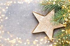 Cartão do Natal com as decorações do ouro do Natal Foto de Stock