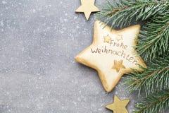 Cartão do Natal com as decorações do ouro do Natal Fotos de Stock Royalty Free