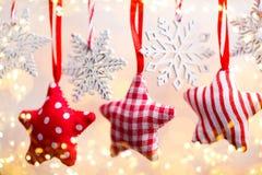 Cartão do Natal com as decorações rústicas do Natal Imagens de Stock Royalty Free
