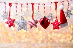 Cartão do Natal com as decorações rústicas do Natal Fotos de Stock Royalty Free