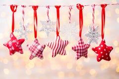 Cartão do Natal com as decorações rústicas do Natal Fotografia de Stock Royalty Free