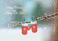 Cartão do Natal com os mitenes feitos malha vermelho Imagens de Stock