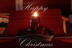 Cartão do Natal feliz com o castiçal caseiro do Natal Uma de quatro velas que queimam e que mostram raios bonitos desejo imagem de stock royalty free