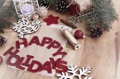 Cartão do Natal, lápis e decorações do Natal no vintage s Fotos de Stock