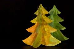 Cartão do Natal do vintage com a árvore de Natal de papel verdadeira Caçoa o desenho original da mão do art Ano novo feliz e Feli Foto de Stock